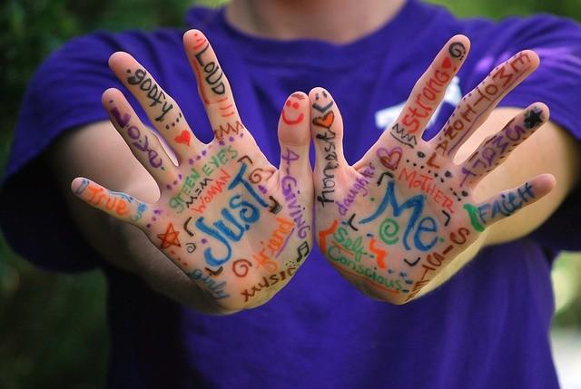 hands-423794_640.jpg